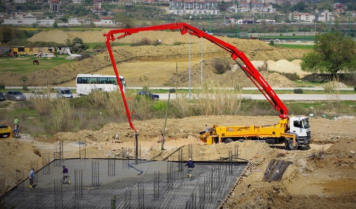 this image shows a concrete line pump crane in fresno california